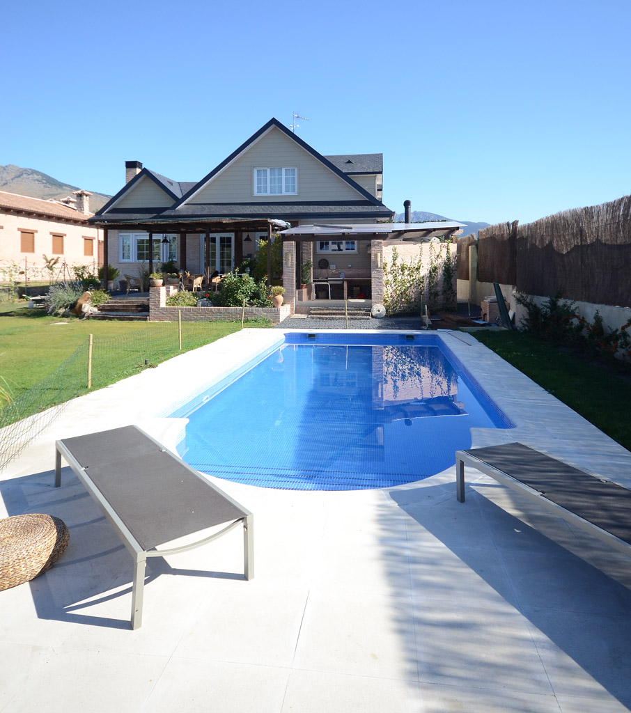 Casas bonitas con piscina gallery of casa con piscina for Casas de madera con piscina