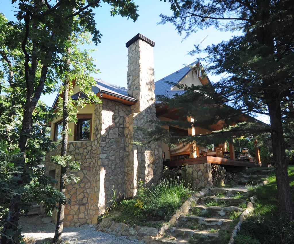 Casa salbary canexel for Casas de piedra y madera