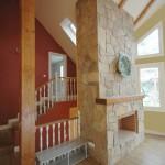 casa-madera-salon-con-ventanal