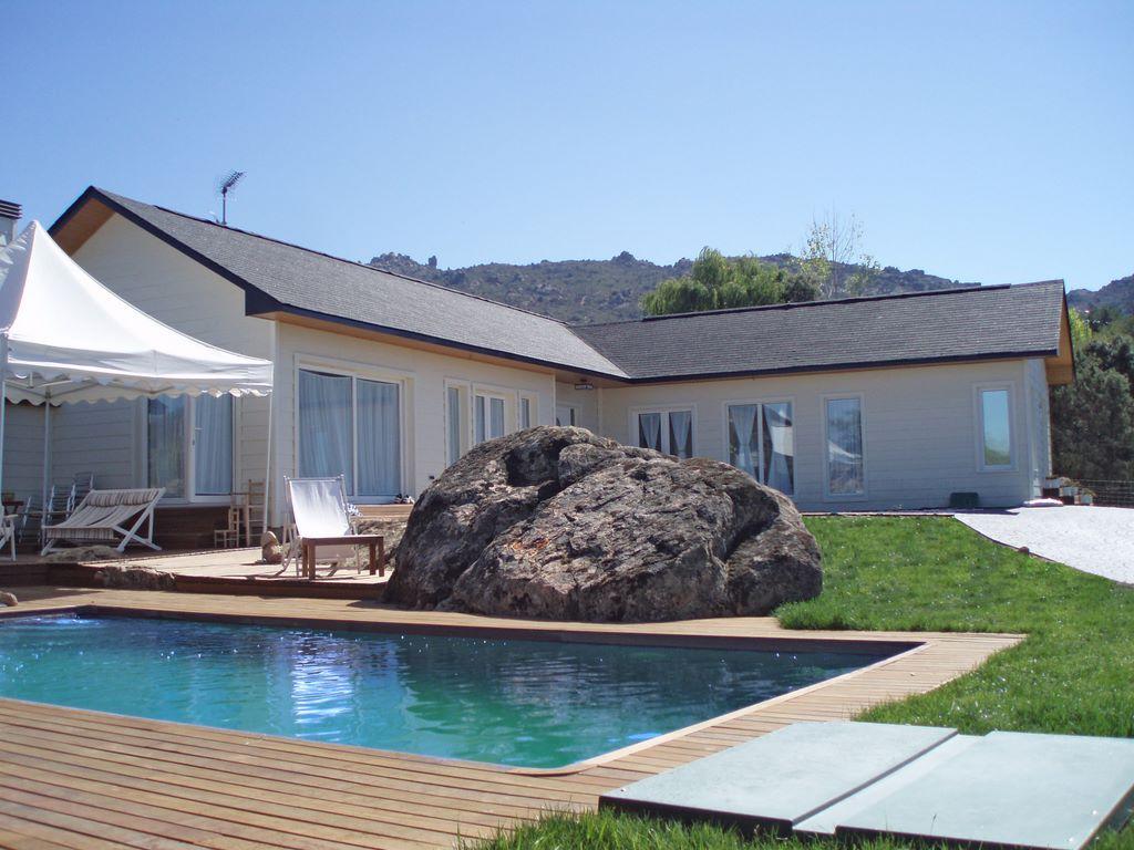 Casa ontario canexel for Casas de madera con piscina