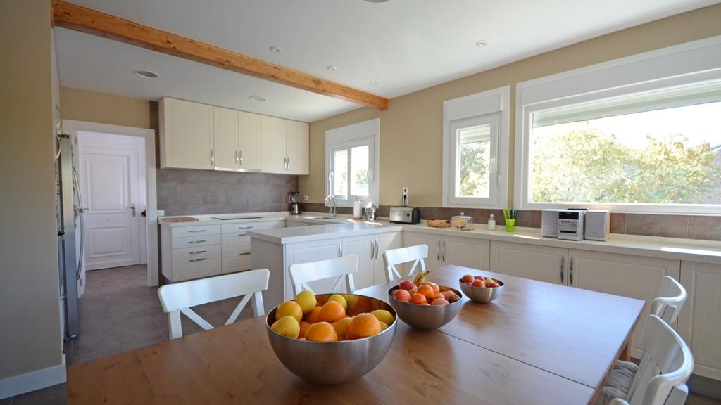 Cocinas casas de campo interesting casas rurales con for Cocinas para casas de campo
