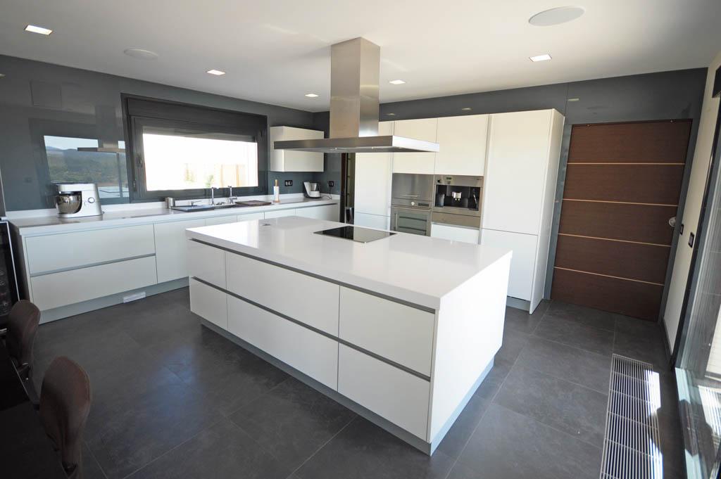 Casa corten h canexel for Cocinas modernas para apartamentos