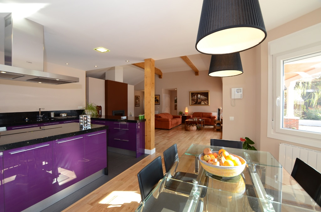 Casa manitoba fotos y plano 171m2 for Separacion entre cocina y comedor