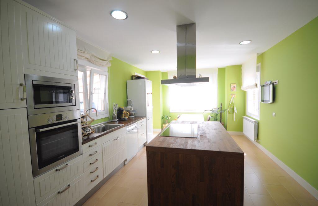 Islas y pen nsulas cocinas con personalidad casas de for Cocinas cuadradas con isla