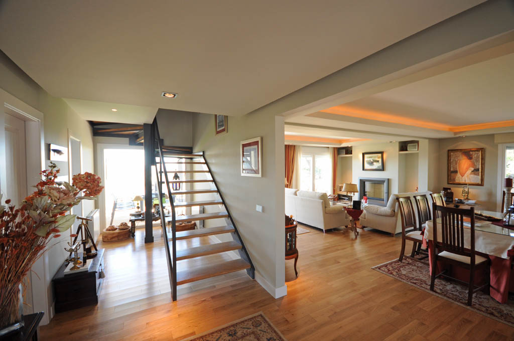 Casa hamilton canexel - Interior casas de madera ...