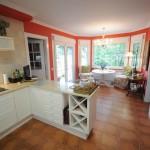 Interior cocina casa de madera