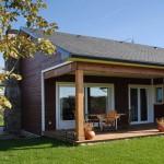 porche-de-madera-en-casa-canadiense