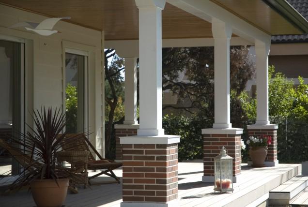 La importancia de los porches en verano canexel - Casas con porches de madera ...