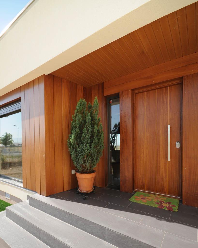 Casa moderna white rock 210m2 for Puertas de madera entrada principal modernas