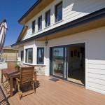 Terraza con tarima de madera tecnológica