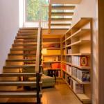lectura bajo escalera