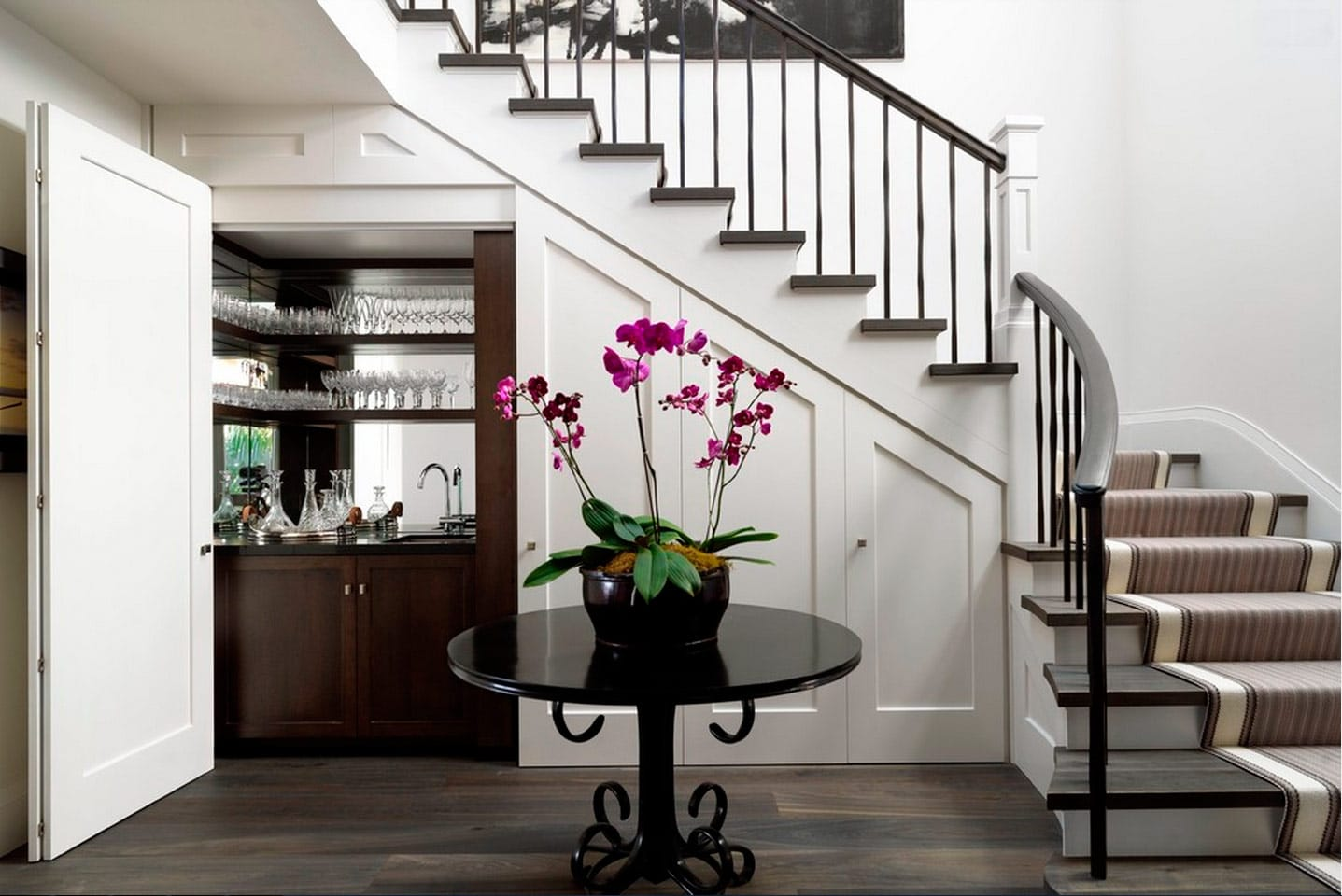 Ideas para aprovechar el espacio del bajo escalera canexel for Muebles bajo escalera fotos