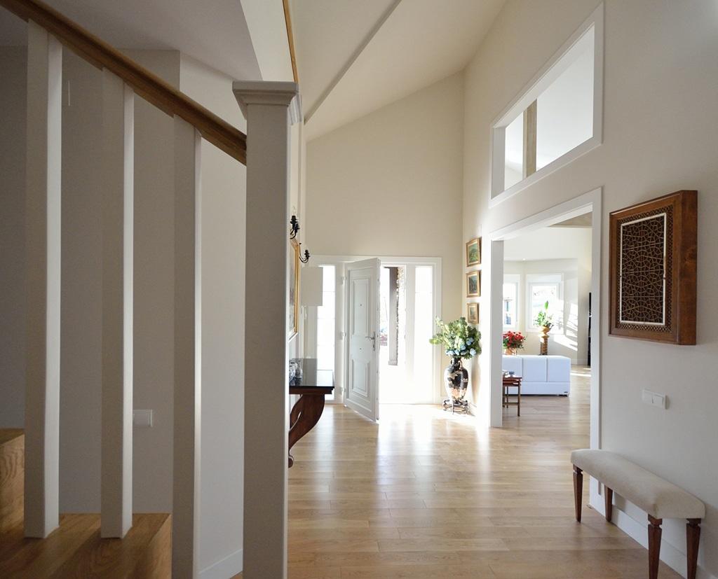 Labrador casa de madera y piedra en barcelona - Recibidores de casas modernas ...