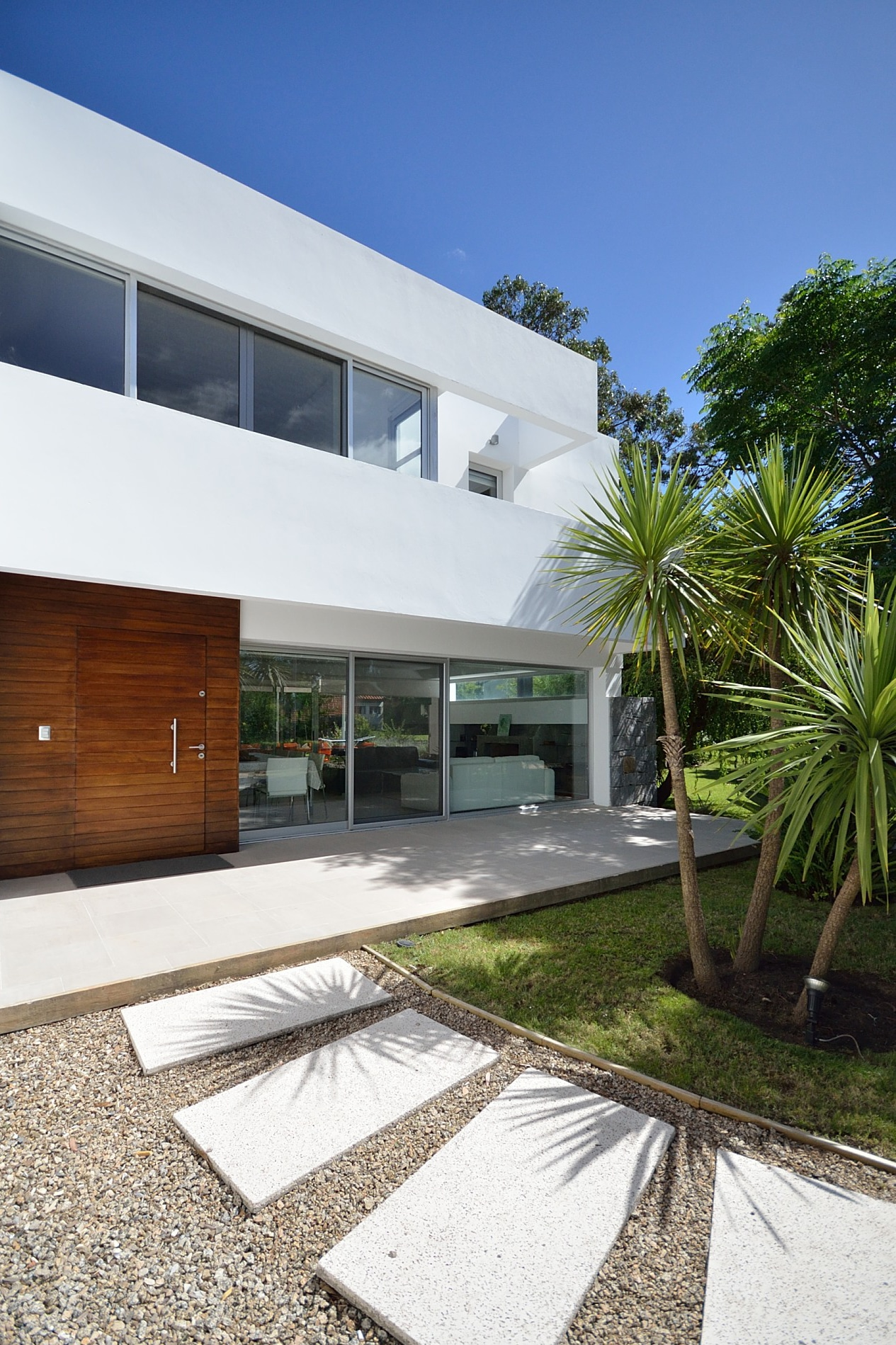 Casa brava house canexel - Casas de madera blancas ...