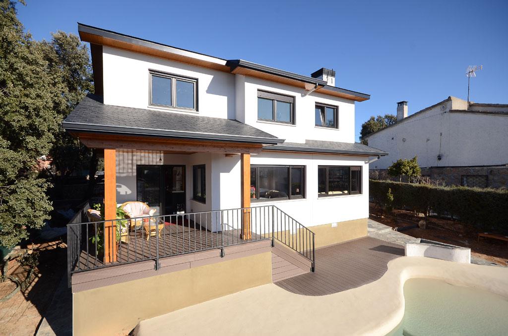 Casa de madera nottaway for Casas modernas con piscina