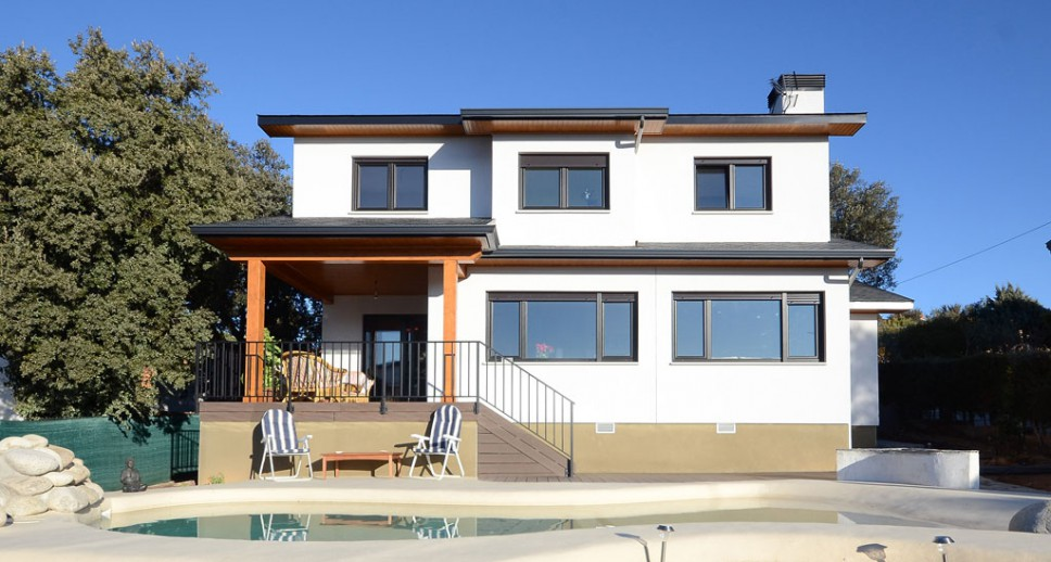 Casa de madera nottaway for Medidas de piscinas de casas