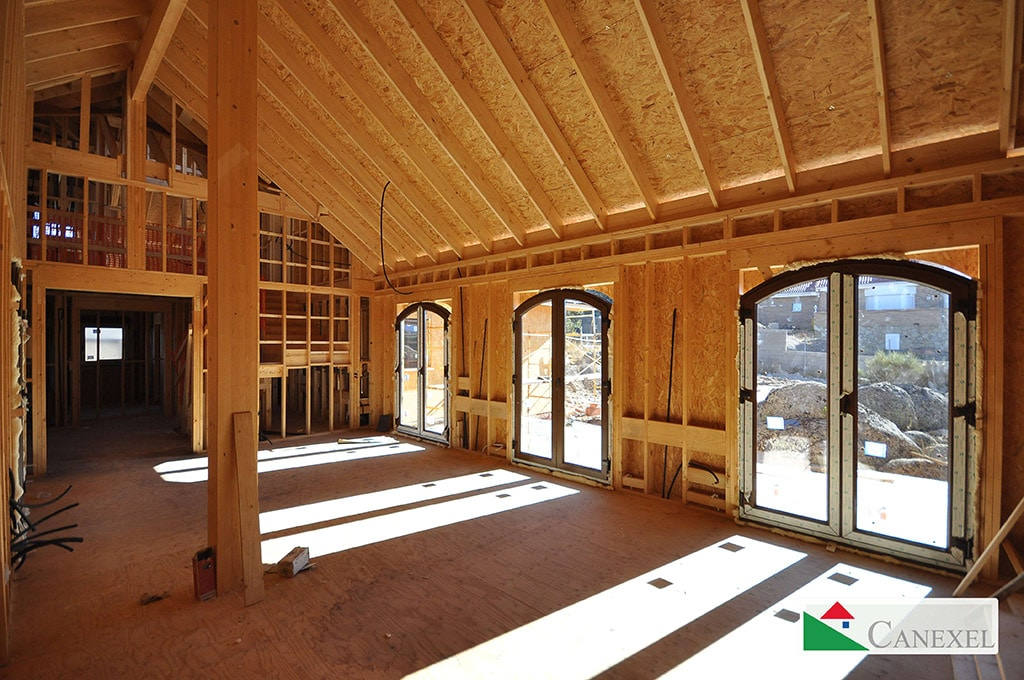 Construyendo una casa en segovia acabada con piedra y mortero - Estructura casa madera ...