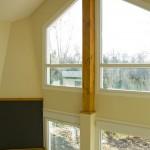 ventana y chimenea