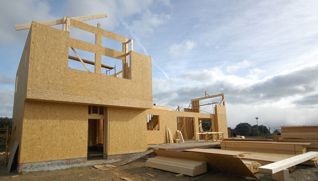 Montaje de estructura casa de madera en valdemorillo for Estructura casa de madera