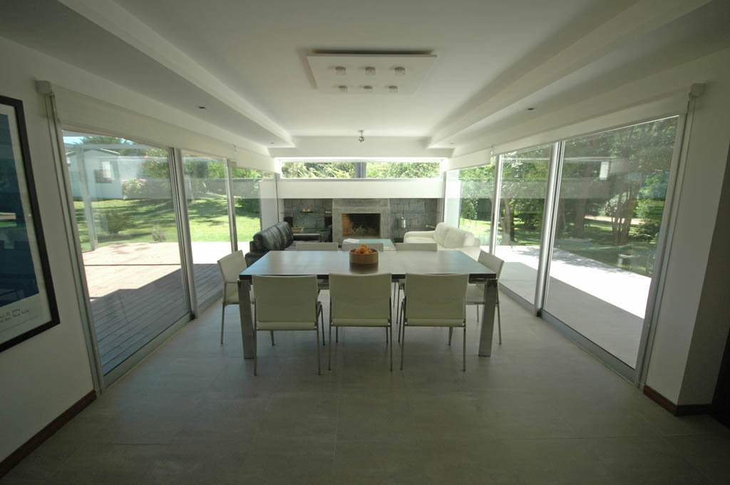 Interior salón acristalado