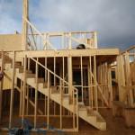 montaje de estructura de casa de madera