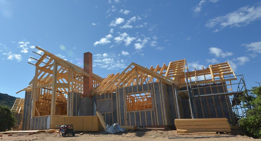Una casa en seis meses casas de madera canexel for Construccion de chimeneas para casas