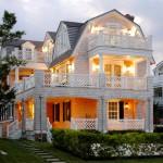 casa de madera blanca