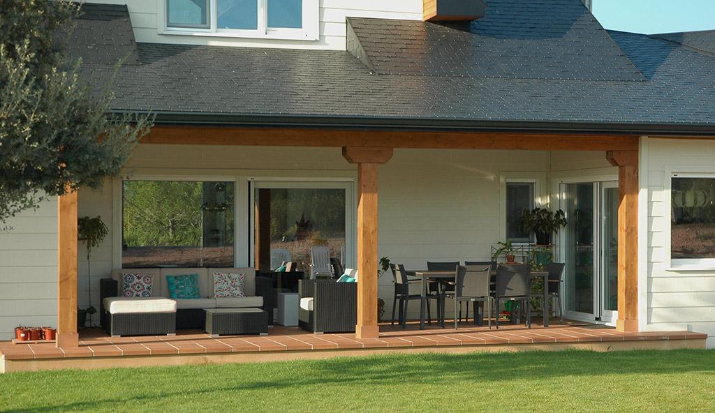 Casa de madera en collado villalba canexel for Porche jardin madera