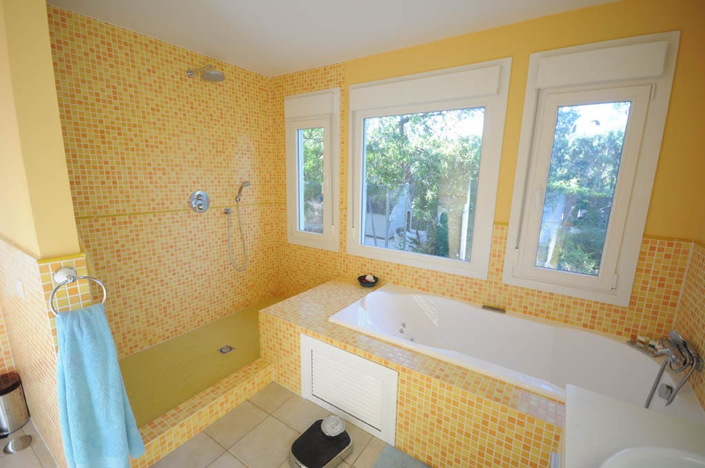Baño En Ducha A Pacientes:Casa Quebec – Canexel