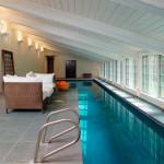 piscina con ventanas