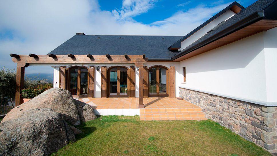 casa de madera con porche