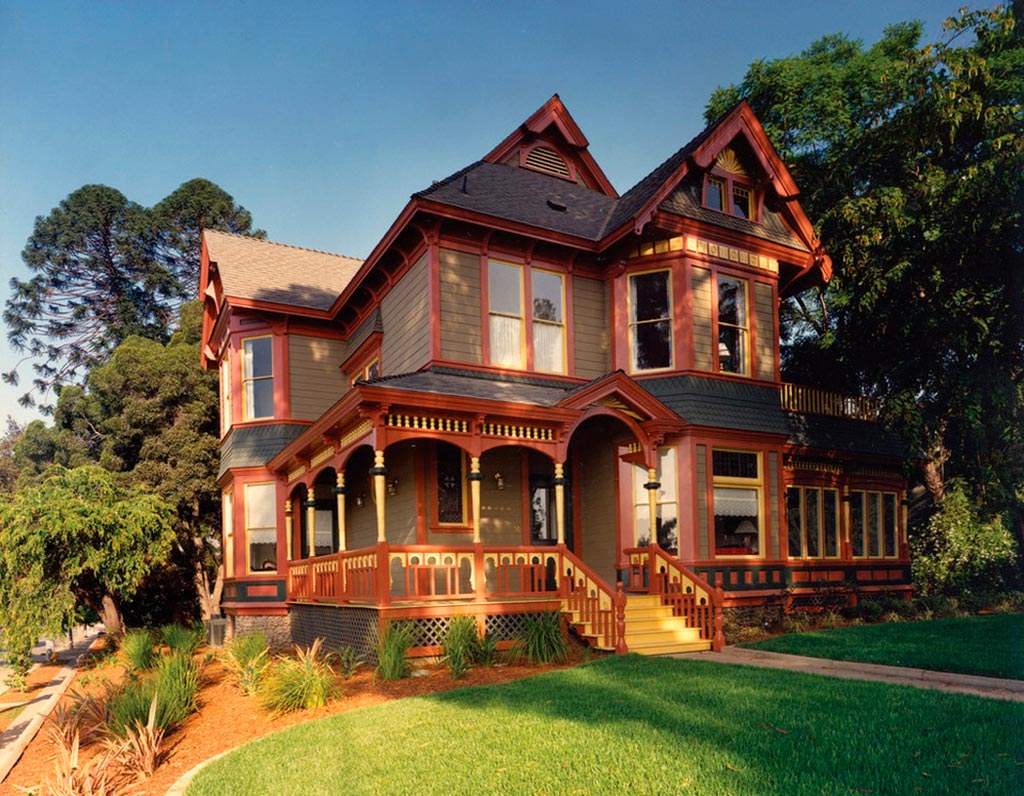 Queen anne el estilo cl sico victoriano canexel for Casas americanas de madera