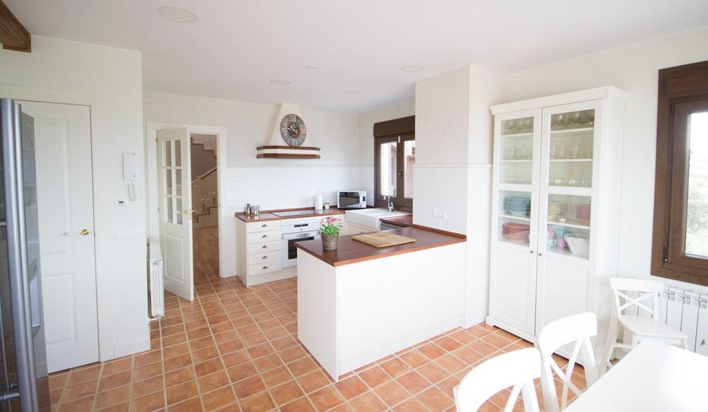 Casa charlotte canexel - Cocinas con peninsula ...
