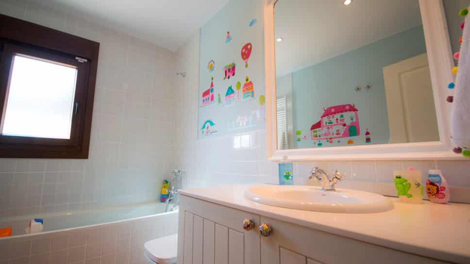 cuarto de baño infantil