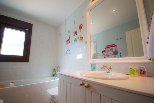 Cuartos de baño pequeños, la solución al espacio - Canexel