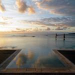 piscina infinity en el mar