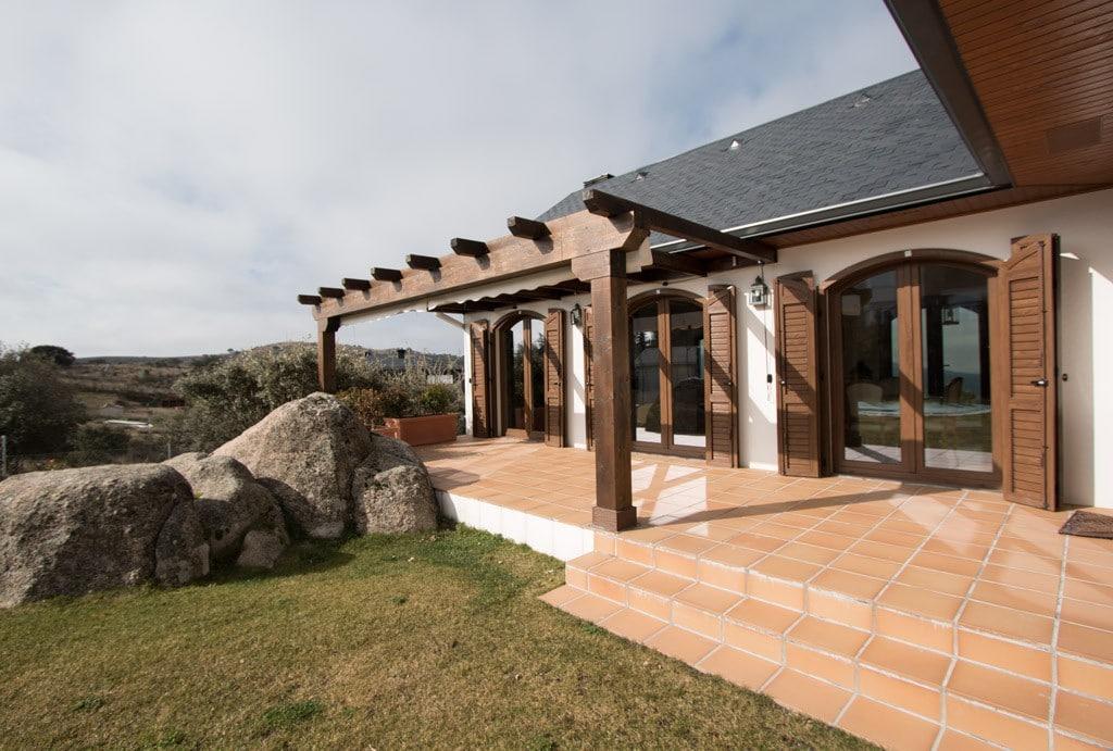 Casas de campo la vivienda en la naturaleza canexel - Porches de casas de campo ...