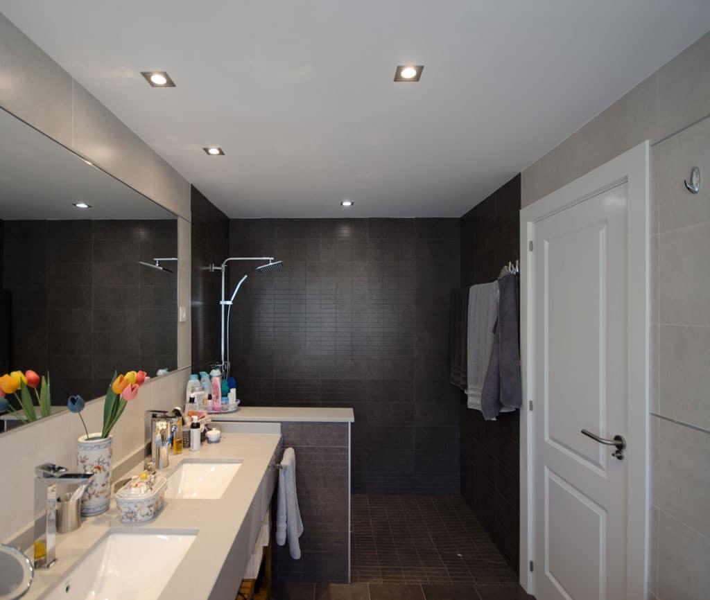 cuarto de baño casa de madera