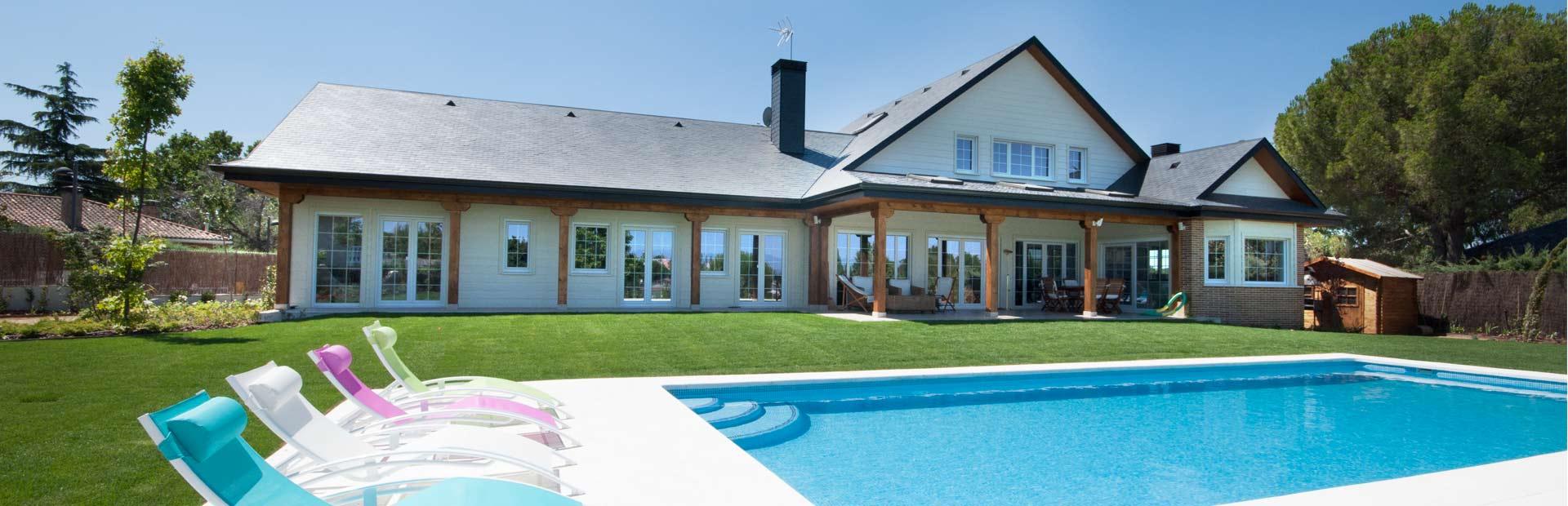 casa americana con piscina