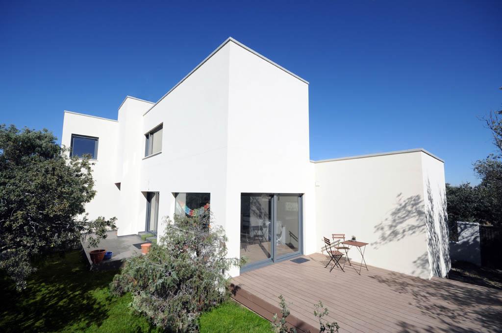 vivienda moderna con fachada minimalista