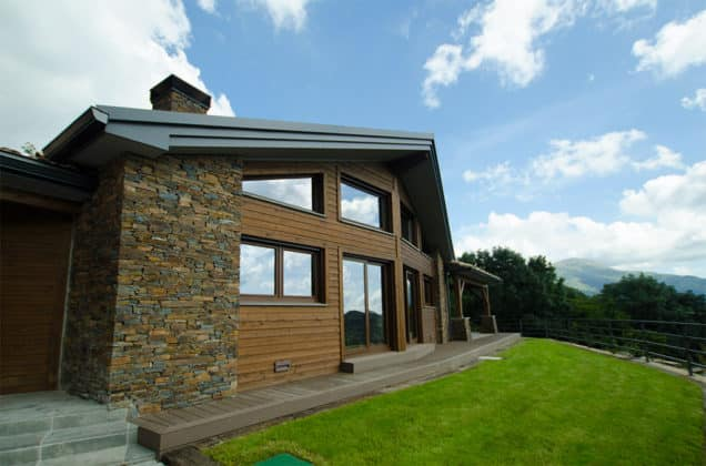 Casas de piedra y madera canexel for Jardines con madera y piedra