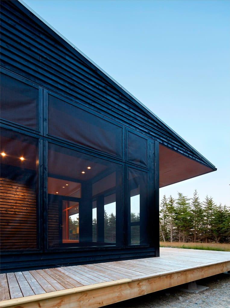 Casas de color negro la nueva tendencia canexel for Colores para fachadas de casas 2016