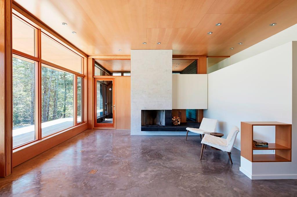 Casas de color negro la nueva tendencia canexel for Interior de la casa de madera moderna