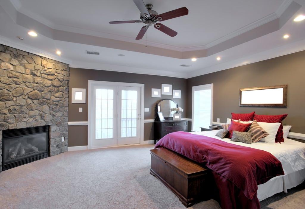 dormitorio con paredes grises