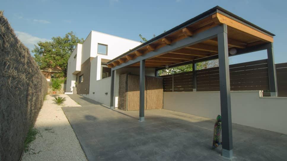 casa moderna con porche garaje