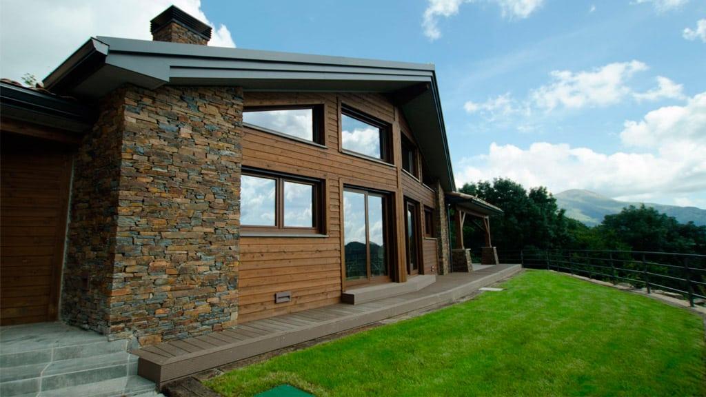 casa rústica con porche de composite