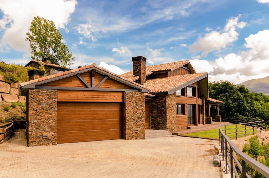 Casa-madera-piedra-pirineo-constructora-canexel-girona